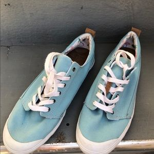 Reef canvas lace up tennis shoes